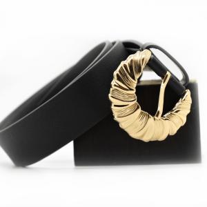 cinturón-negro-hebilla-dorada