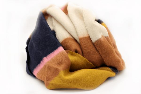 bufanda-cuadros-azul-amarillo-marron