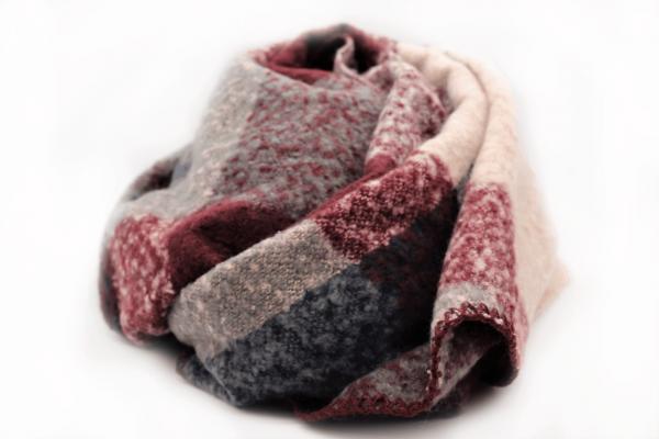 bufanda-invierno-rosa-blanca-cuadros