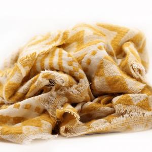 bufanda-amarillo-blanco-estampado-tribal