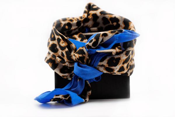 panuelo-animalprint-azul-pequeno-pieces